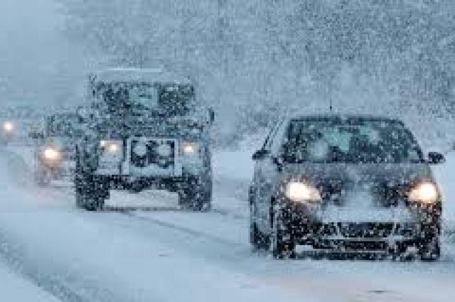 МЧС просит москвичей быть осторожней надорогах из-за снегопада иметели