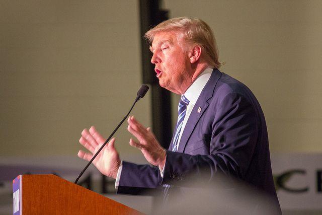 Американские байкеры «образуют стену измяса», чтобы защитить Трампа