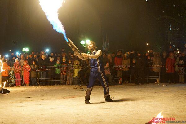 Огнемёт стал одним из самых ярких элементов шоу.