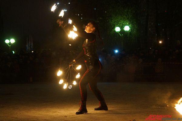 В Перми прошли соревнования среди укротителей огня «Крещенские огни».