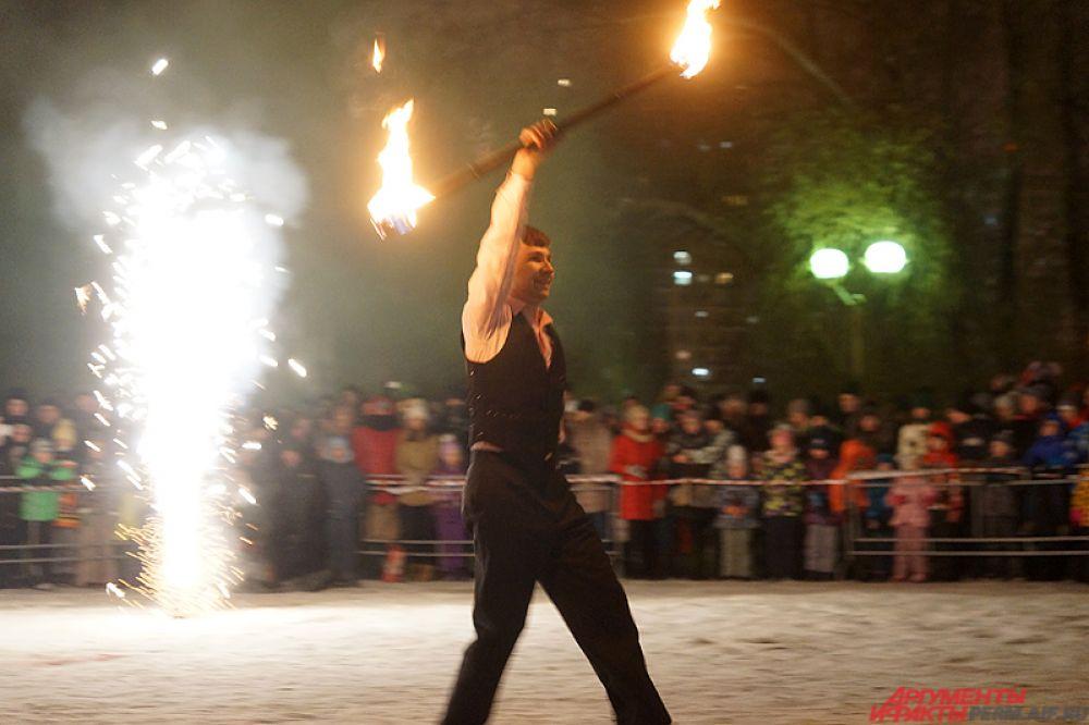 Оценивало каждое движение участников и работу с огненным реквизитом специальное жюри.
