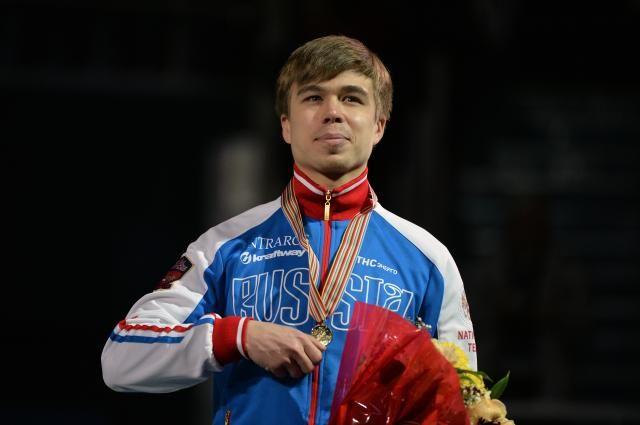 Елистратов стал лучшим надистанции 3000 метров наЧЕ пошорт-треку
