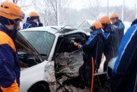 Спасателям приходится учиться, чтобы потом на месте реальной аварии действовать очень быстро.