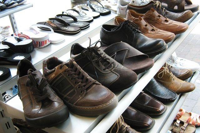 Семь пожарных расчётов тушили обувной магазин вцентре Петербурга