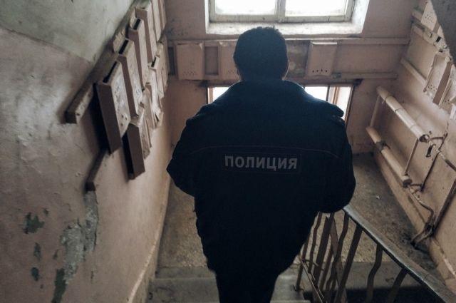 Пенсионерку изЗаводского района ограбила сножом бывшая сожительница еесына