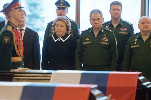 Председатель Совета Федерации РФ Валентина Матвиенко и министр обороны РФ, генерал армии Сергей Шойгу.