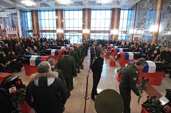 Ещё 50 погибших в авиакатастрофе будут захоронены на федеральном военном кладбище в Мытищах. Худрука ансамбля Александрова Валерия Халилова похоронят во Владимирской области.