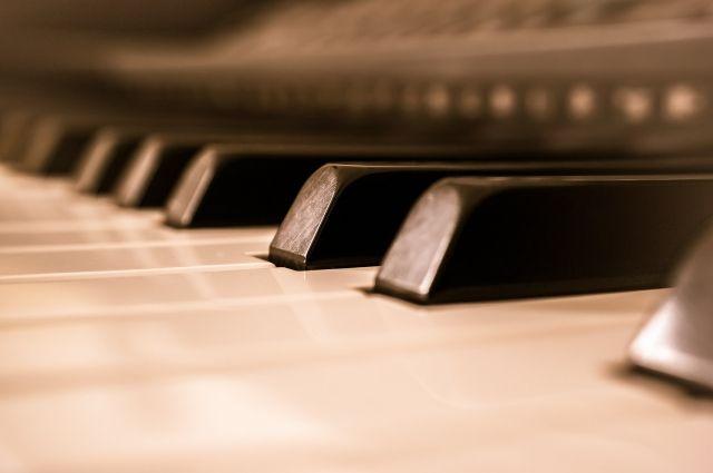 Британская писательница ищет рояли вСибири для свежей книги