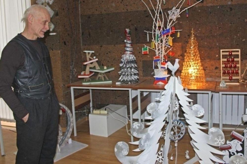 В Донской публичной библиотеке завершилась ежегодная выставка-конкурс «Арт-ёлка».
