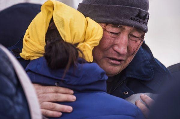 На месте крушения грузового самолета, осуществлявшего рейс Гонконг – Стамбул, недалеко от аэропорта «Манас» в селе Дача-Суу Сокулукского района Чуйской области близ Бишкека в Киргизии.