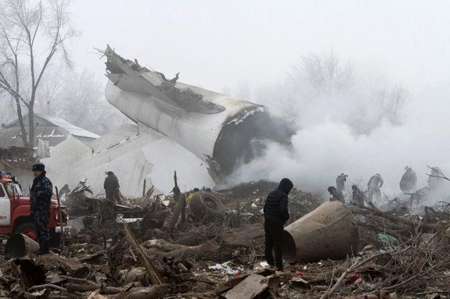 На месте крушения самолёта в Киргизии.