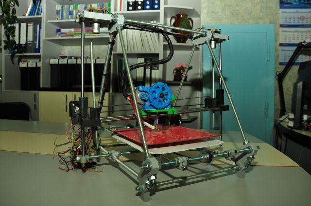 3D-принтер Дмитрия Коваленко стоит всего восемь тысяч рублей.