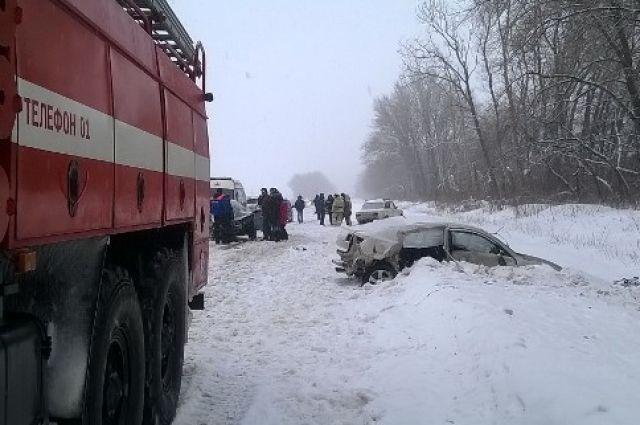 ВВоронежской области столкнулись два легковых автомобилей: умер человек, еще один ранен