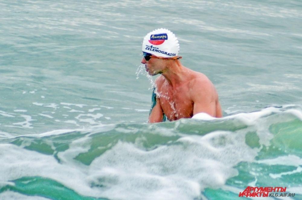 Спортсмен планировал провести в воде не менее 12 минут 52 секунд, а в итоге пробыл все 13.