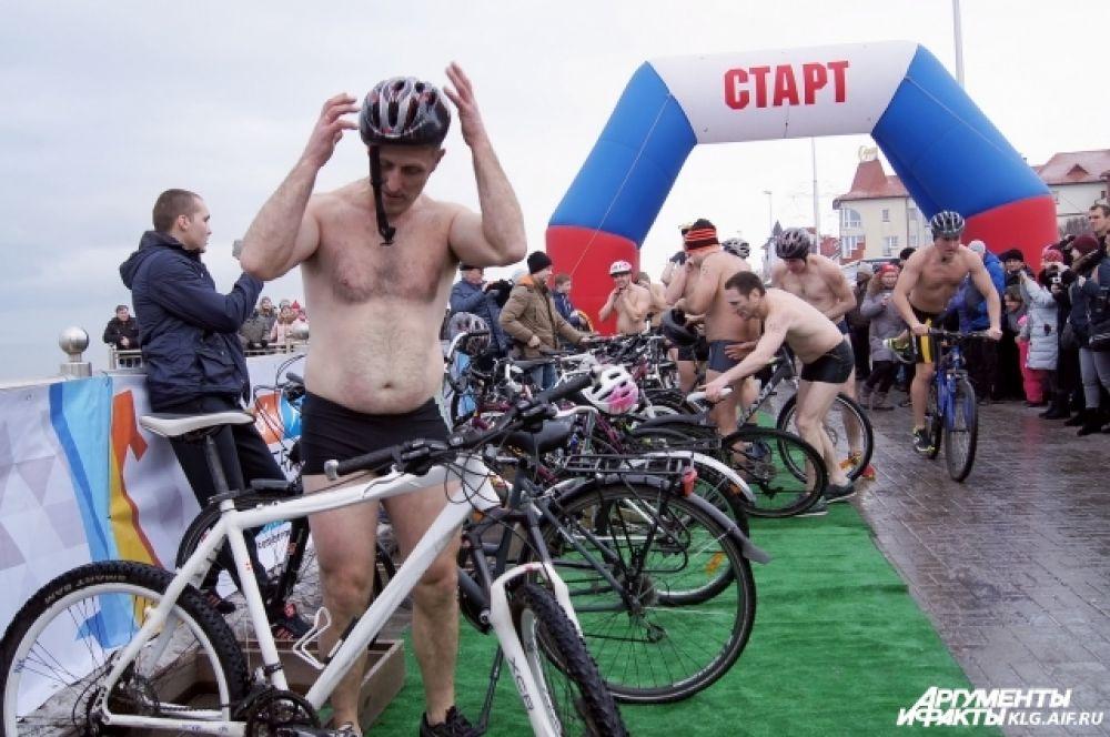 Для велопробега защитные шлемы обязательны.