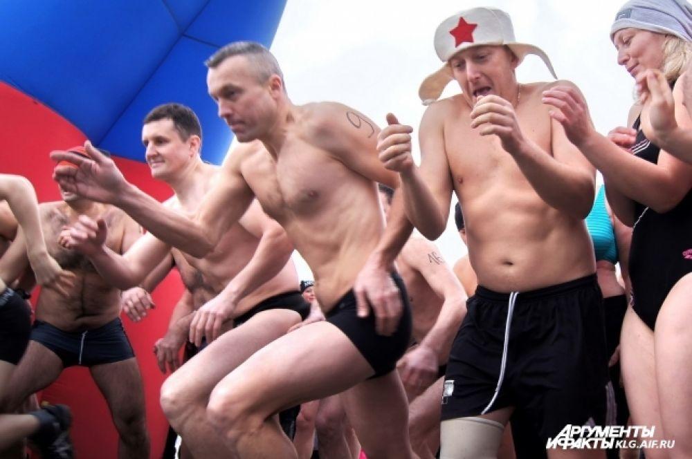 Затем на старт вышли участники экстремального триатлона «Amberman Ice».