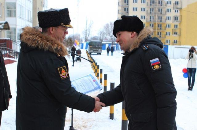 180 военнослужащих Балтфлота получили ключи от квартир в Калининграде.