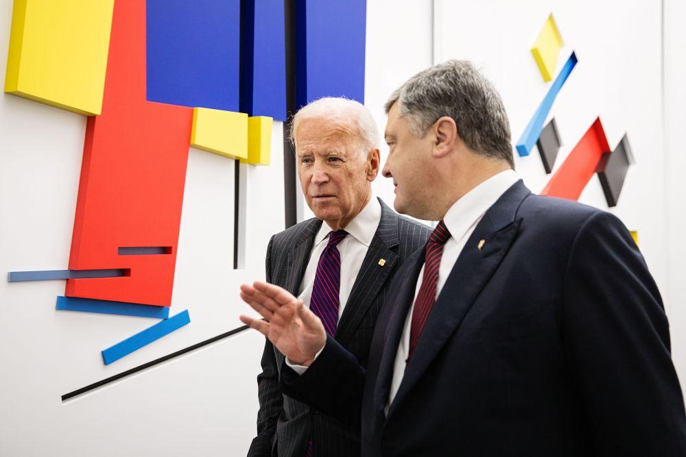 По мнению политических экспертов, Джо Байден решил показать будущей администрации США, что по внешней политике американское государство должно остаться таким же, как и сейчас.