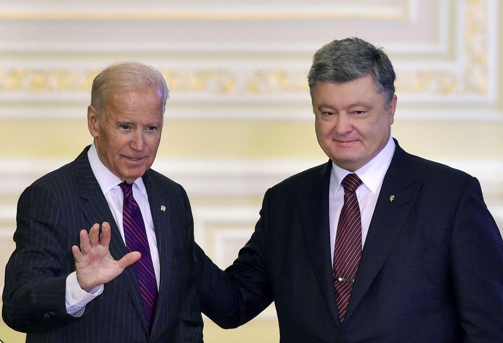 Байден упомянул о том, что украинцам нужно бороться против коррупции в стране ведь только в этом случае Украина будет иметь поддержку от американцев