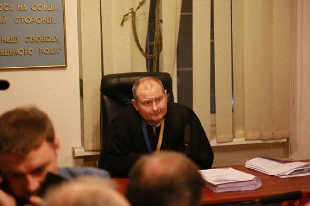 Судья-коррупционер Чаус неявился надопрос