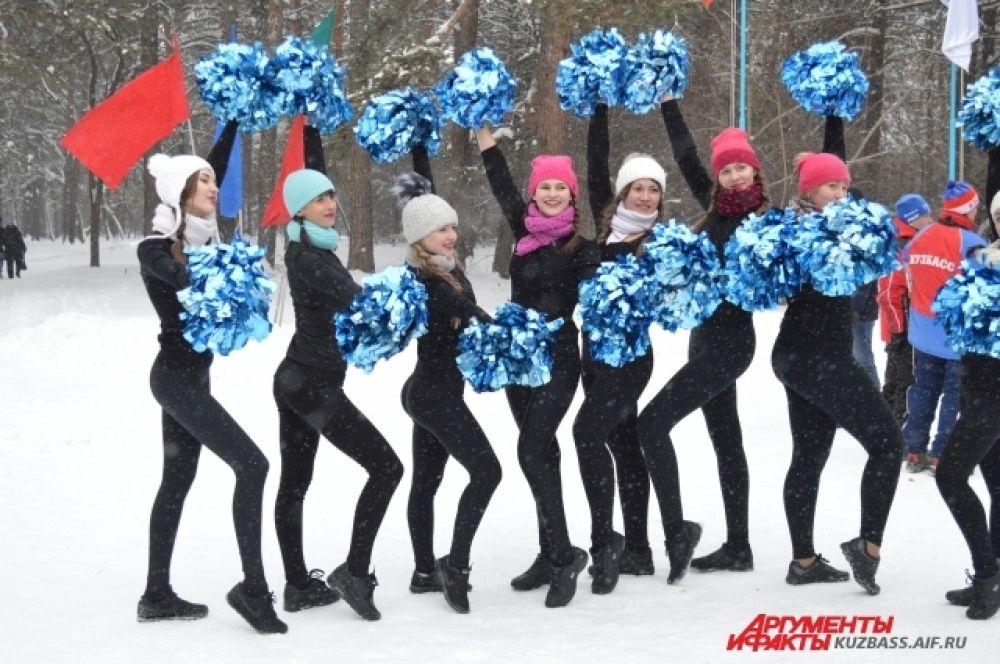 И танцевальные коллективы. Куда без музыки и танцев в русских гуляньях и на русских праздниках?