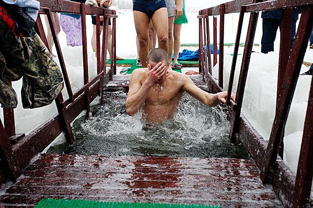 Вредно или полезно купание в проруби?