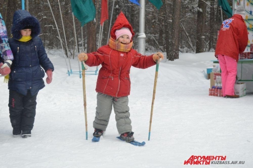 А кто-то и вовсе встал на лыжи впервые и делал неуверенные, но настойчивые шаги.