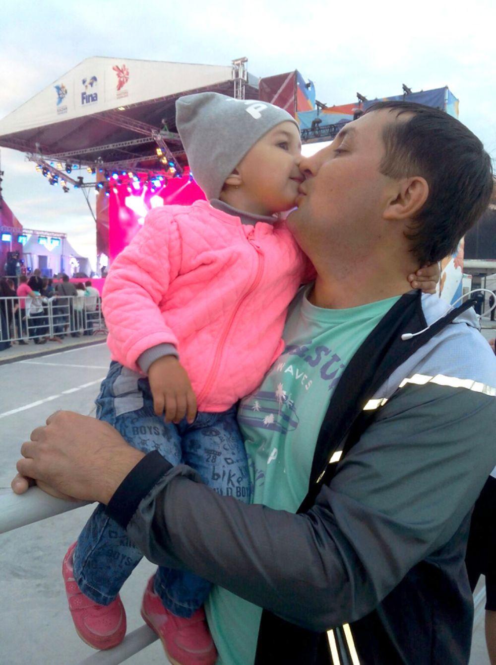 Марат Ахметшин с младшей доченькой Ралиной.
