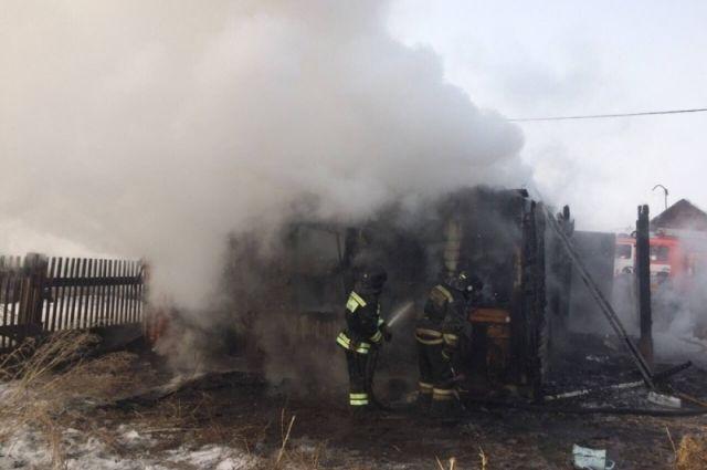 ВИркутском районе впожаре в личном доме сгорели двое детей
