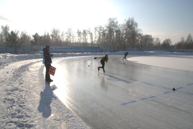 В Иркутске состязались конькобежцы из разных регионов.