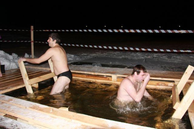 Установка крещенских купелей началась наГребном канале Нижнего Новгорода
