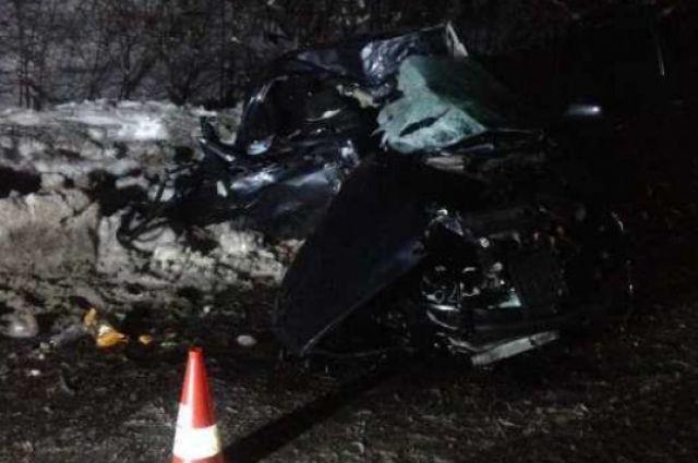 НаЗакарпатье встолкновении легковушки и грузового автомобиля погибли три человека
