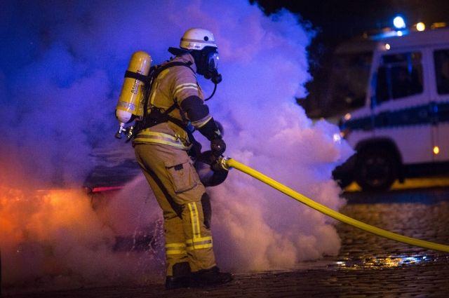 ВСимферополе ночью загорелись три автомобиля