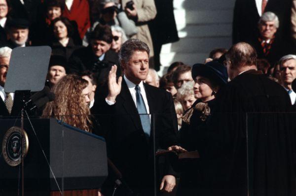 Билл Клинтон принимает присягу, 1993 год.