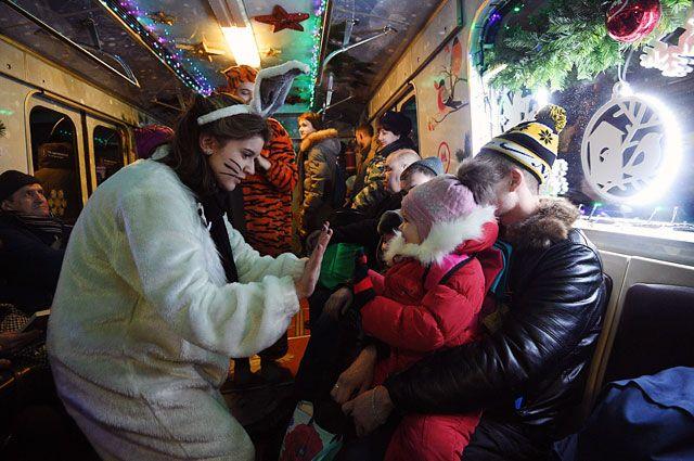 Новогодний поезд стал настоящим хитом и у детей, и у их родителей.