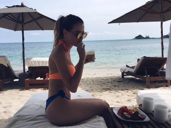 Участница дуэта «Время и Стекло» Надежда Дорофеева отдыхала на острове Самуи, который находится в Таиланде