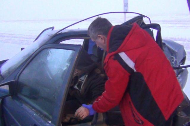 Поз Зеленоградском из-за тумана автомобилист врезался в дерево.