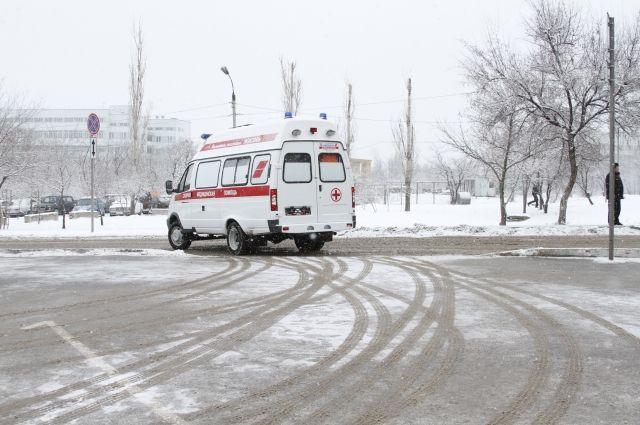 Санки с сыном попали под колеса машины вБрянске