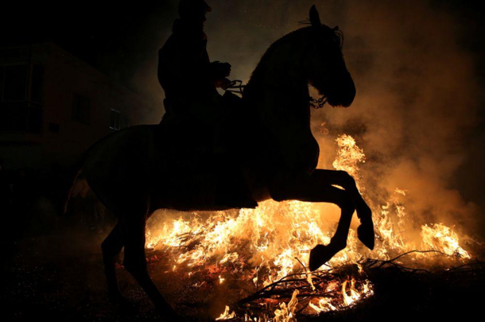 Фестиваль огня Las Luminarias в Испании.
