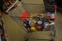 Объявления о «рекомендованной минимальной покупке» появились в некоторых магазинах.