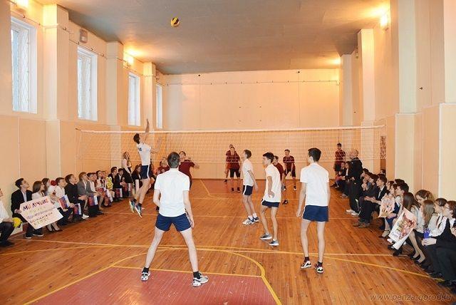 Спортивный зал у гимназии появился благодаря решению губернатора Пензенской области Ивана Белозерцева.
