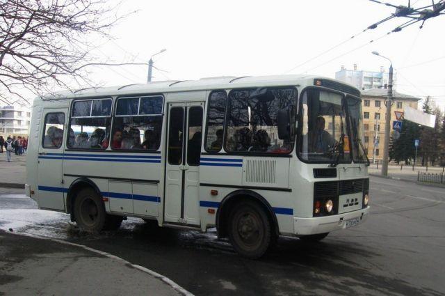Три автобуса спассажирами попали вКургане вДТП