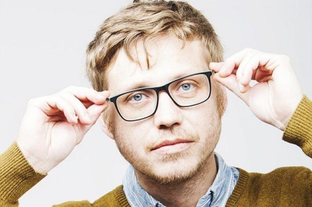 Прежде чем чистить очки, нужно понимать, из чего сделаны коррекционные  линзы – из пластика f1088ea7eff