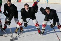 В хоккейном Челябинске мальчишкам, похоже, негде погонять шайбу: дворовые катки - в неудовлетворительном состоянии.