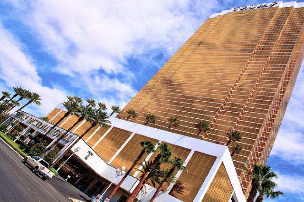 «Международный отель Трампа — Лас-Вегас». Роскошный отель располагается на бульваре Стрип, где находится большинство крупнейших гостиниц и казино Лас-Вегаса.
