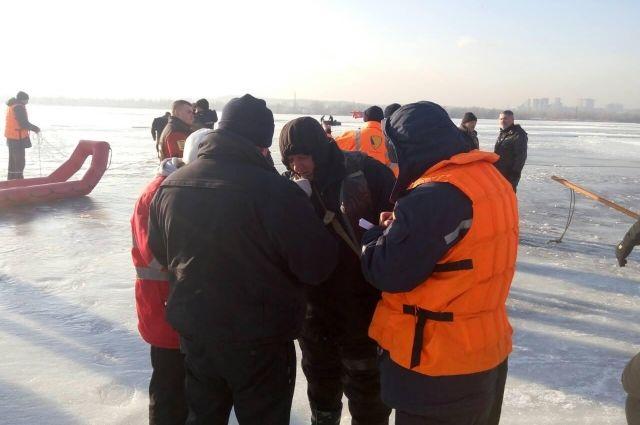 ВКиеве спасли четверых рыбаков, дрейфовавших нальдине