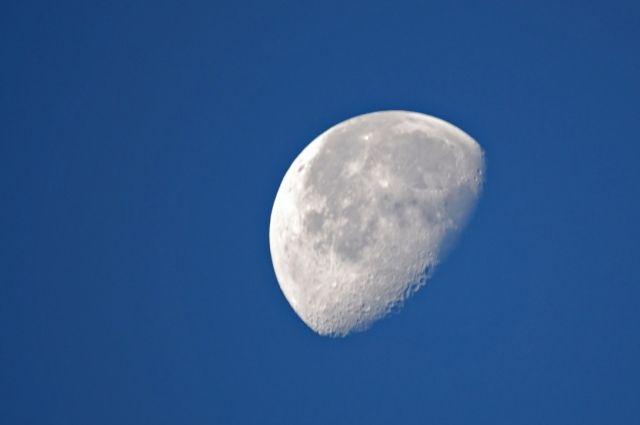 Сколько лет Луне?