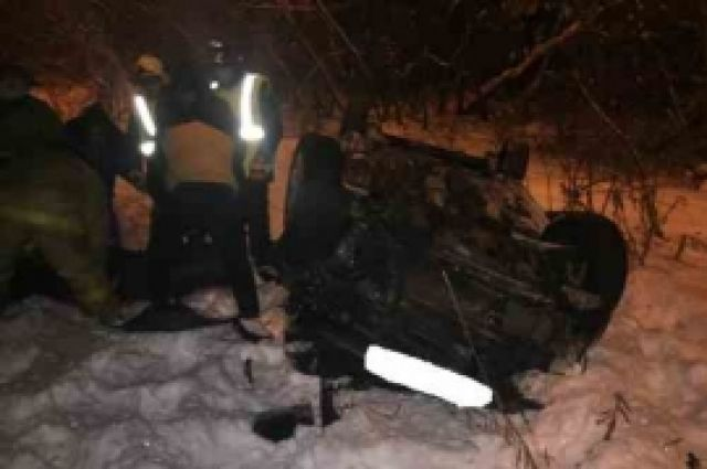 Иностранная машина спассажирами упала смоста вНижнем Новгороде