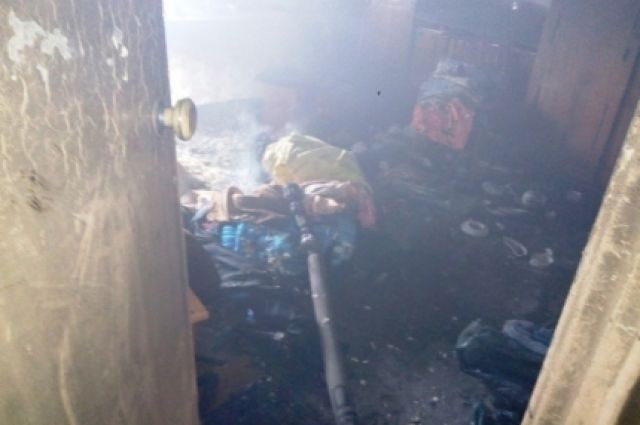 В Бугуруслане 12 пожарных тушили загоревшийся дом