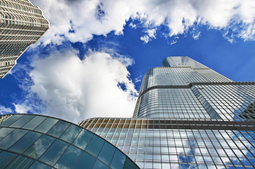 «Международный отель и башня Трампа — Чикаго». Отель-небоскрёб является вторым по высоте зданием в Чикаго и третьим в США, частично его видно из всех уголков города.